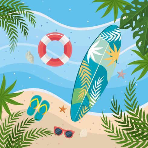 Vista aérea de tabla de surf y gafas de sol en la playa