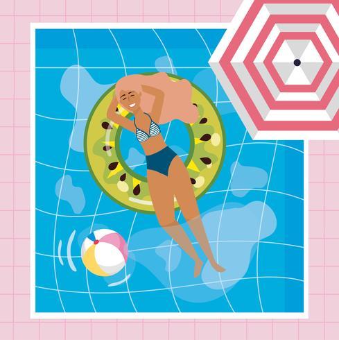 Vue aérienne, de, femme, flotteur, dans, piscine