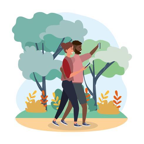 Pareja tomando selfie caminando en el bosque vector