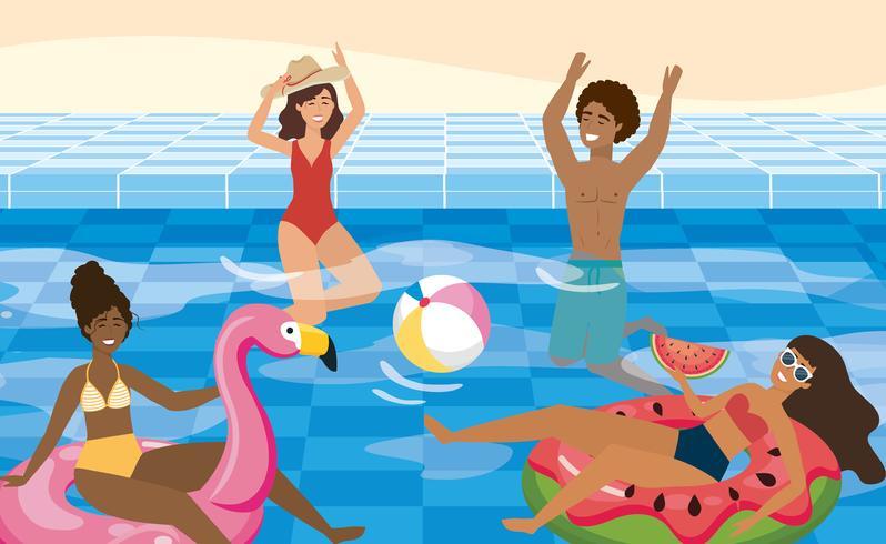 Amigos divirtiéndose en la piscina