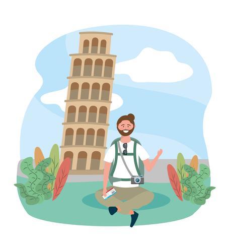 Männlicher Tourist, der vor lehnendem Turm von Pisa sitzt