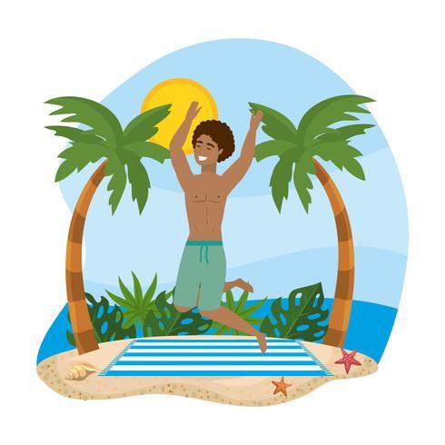 Uomo in costume da bagno che salta sulla spiaggia
