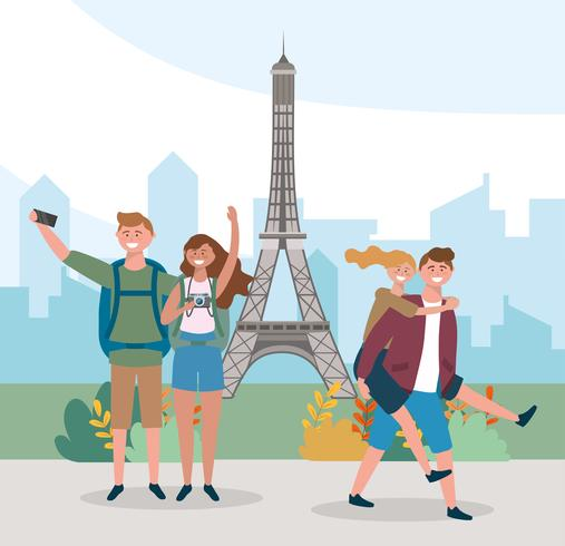 Couples touristiques devant la tour eiffel