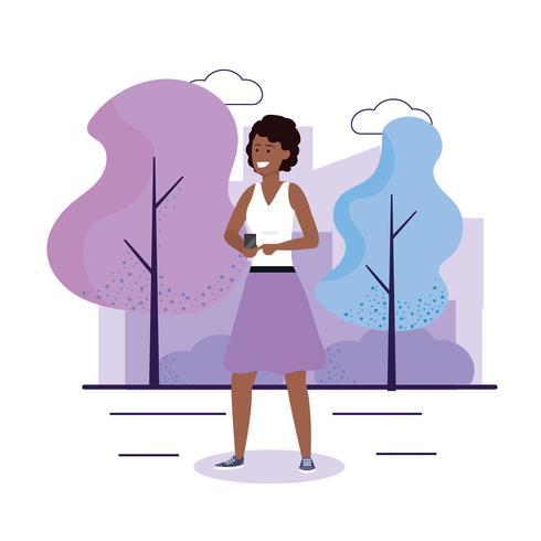 Mujer afroamericana en parque con smartphone vector