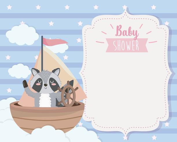 Scheda dell'acquazzone di bambino con procione in barca