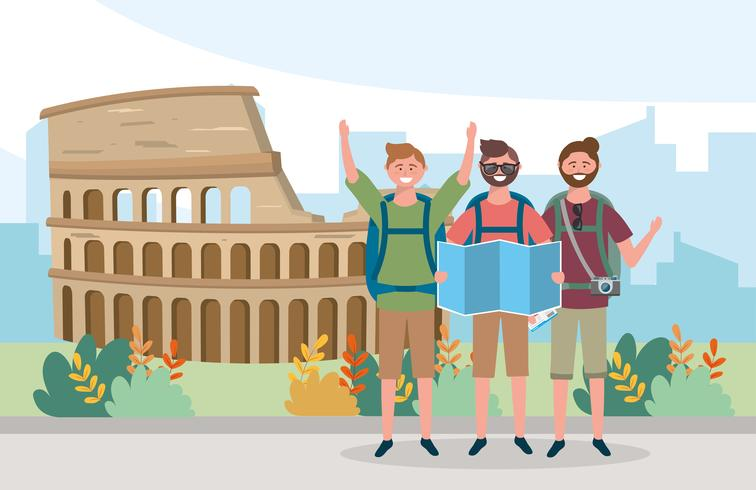 Manliga turister framför colosseum