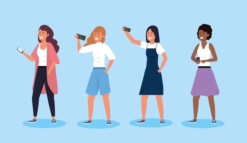 Conjunto de mujeres jóvenes con teléfonos inteligentes vector