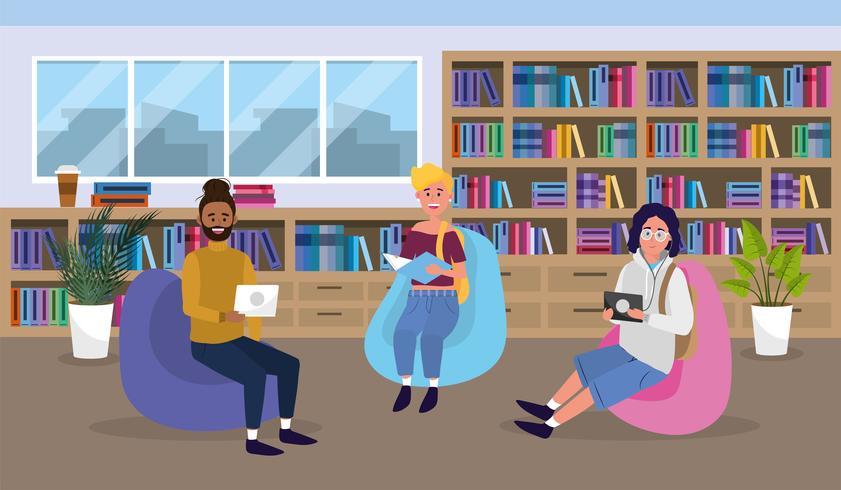 Studenti nella lettura della biblioteca universitaria