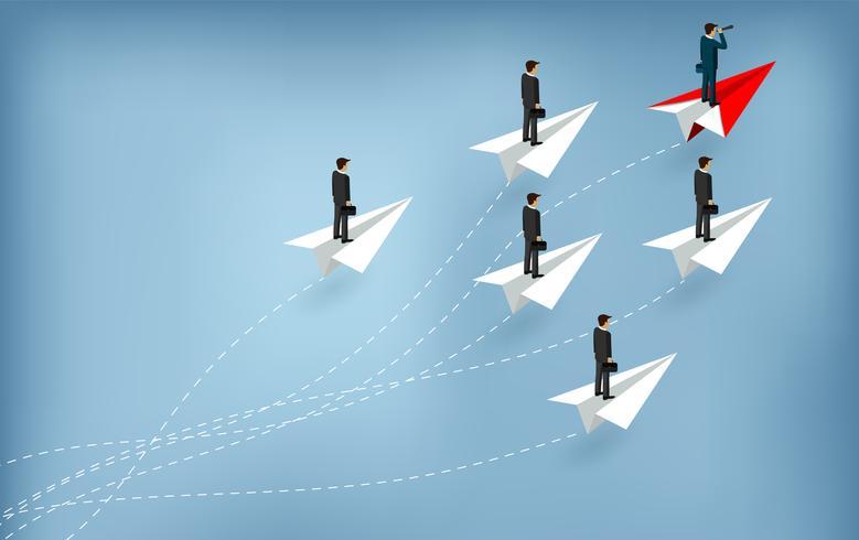 Homens de negócio que estão no avião de papel, um segurando binóculos.