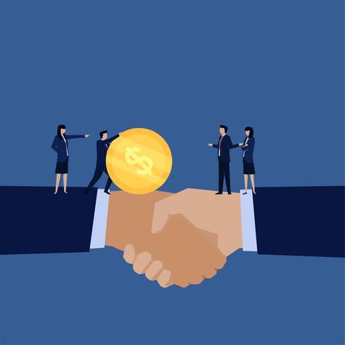Poignée de main et gestionnaire envoie de l'argent à d'autres