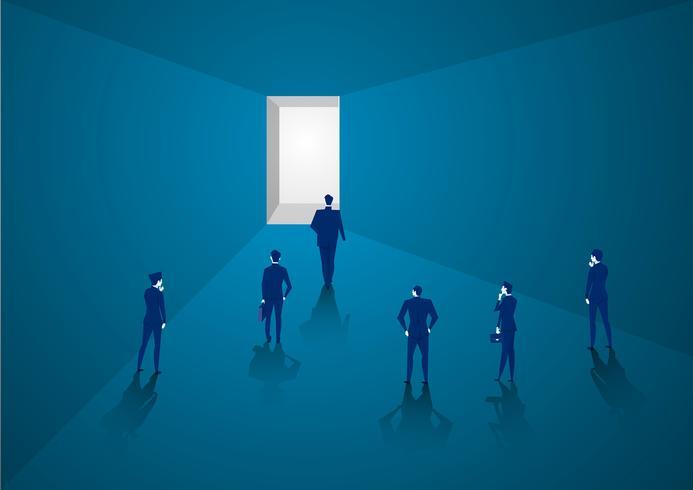 Hombre de negocios camina hacia la luz brillante vector