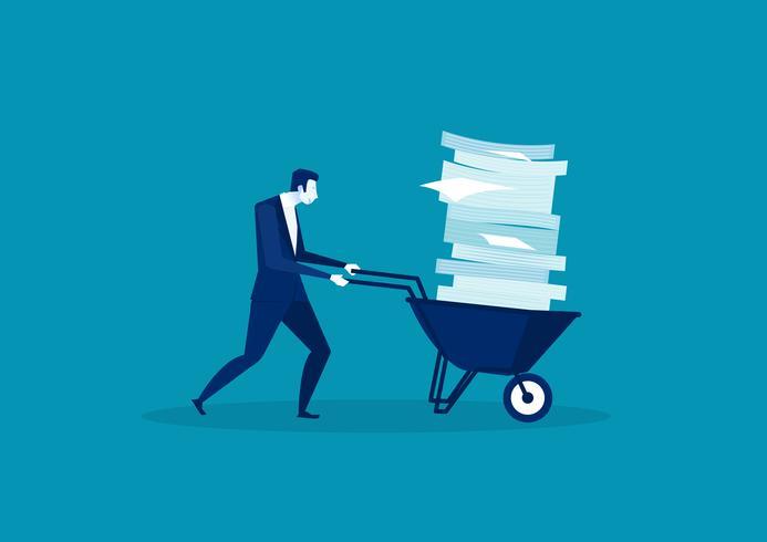 Zakenman die een kruiwagenhoogtepunt duwt van document