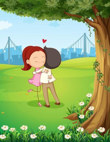 Una coppia abbracciati vicino all'albero