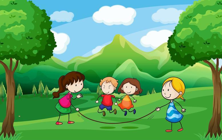 Vier Kinder spielen im Freien in der Nähe der Bäume