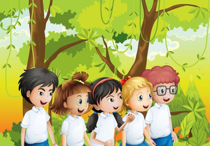 Cinco estudiantes en el bosque.