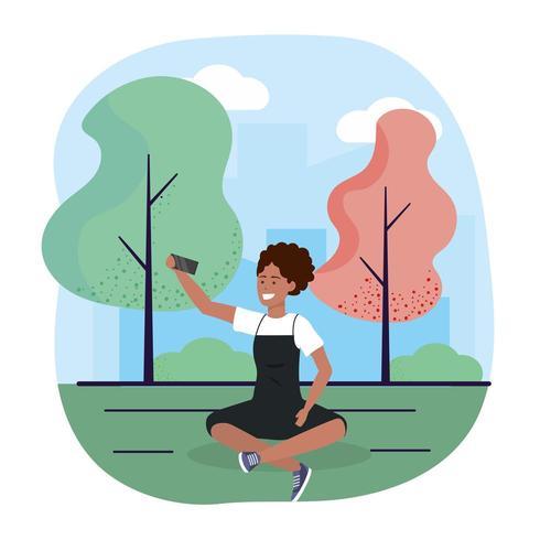 mulher com trechnology de smartphone e assentos com árvores