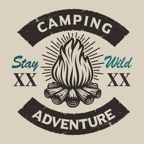 Vintage emblema de camping con una hoguera. vector