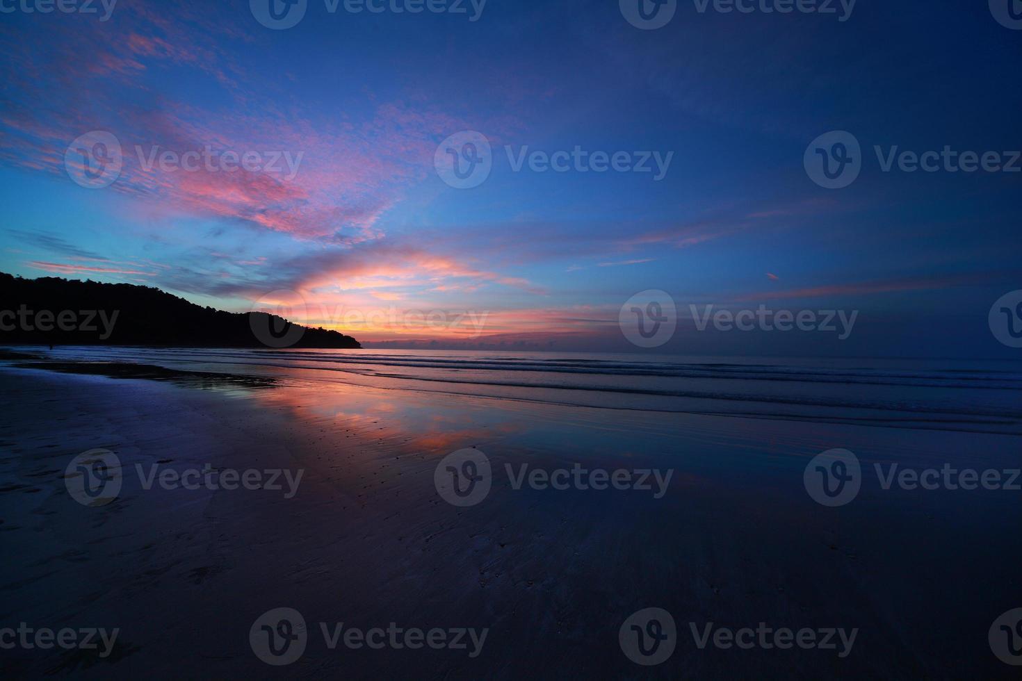 playa al atardecer foto