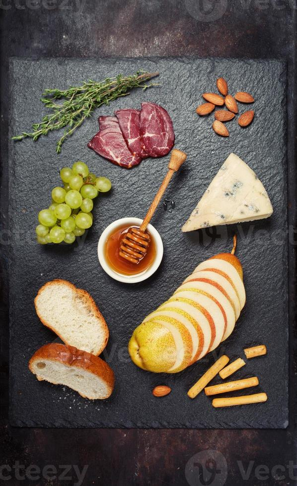Wine appetizers set: cheese brie and grapes photo