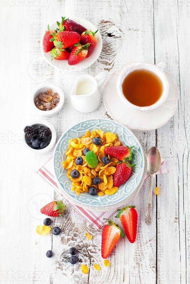 Cornflakes with berries photo