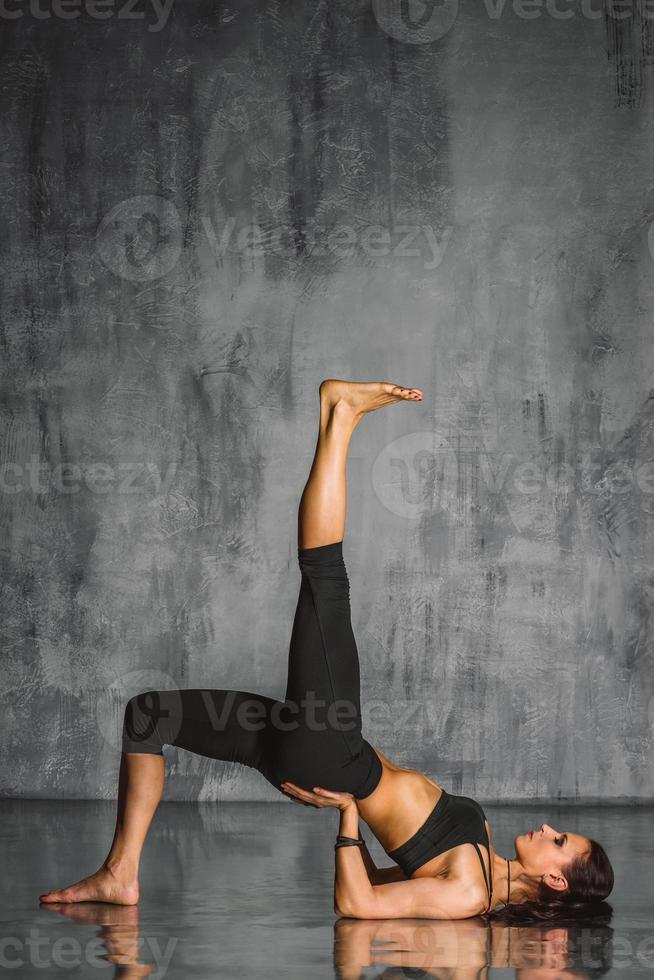 la mujer de yoga foto
