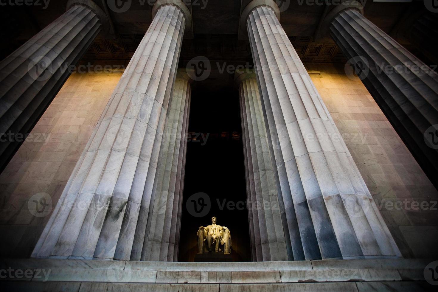 Vista gran angular del monumento a Lincoln foto