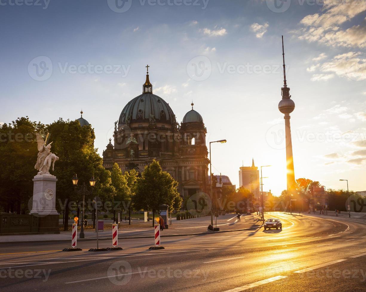 berliner dom & fernsehturm torre de televisión foto