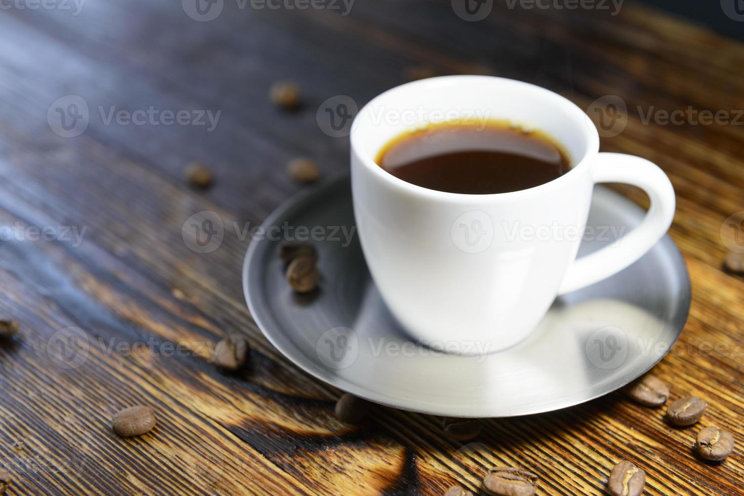taza de café en la mesa de la cocina foto