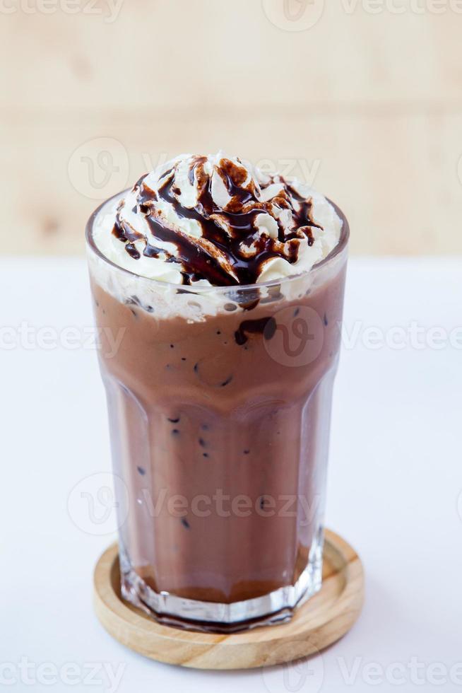 chocolate helado con crema batida foto