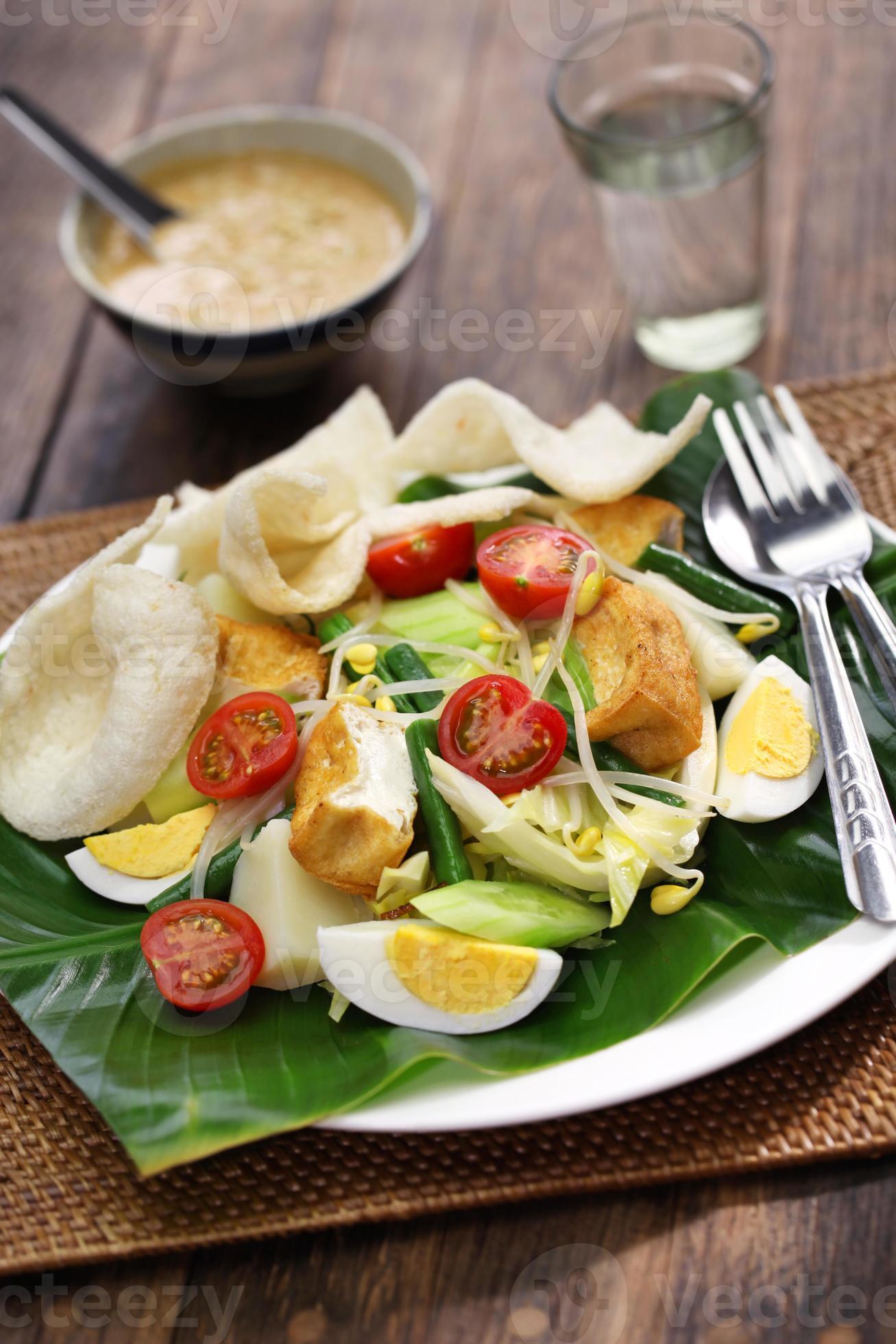 Gado Gado Indonesian Salad With Peanut Sauce 708337 Stock Photo At Vecteezy