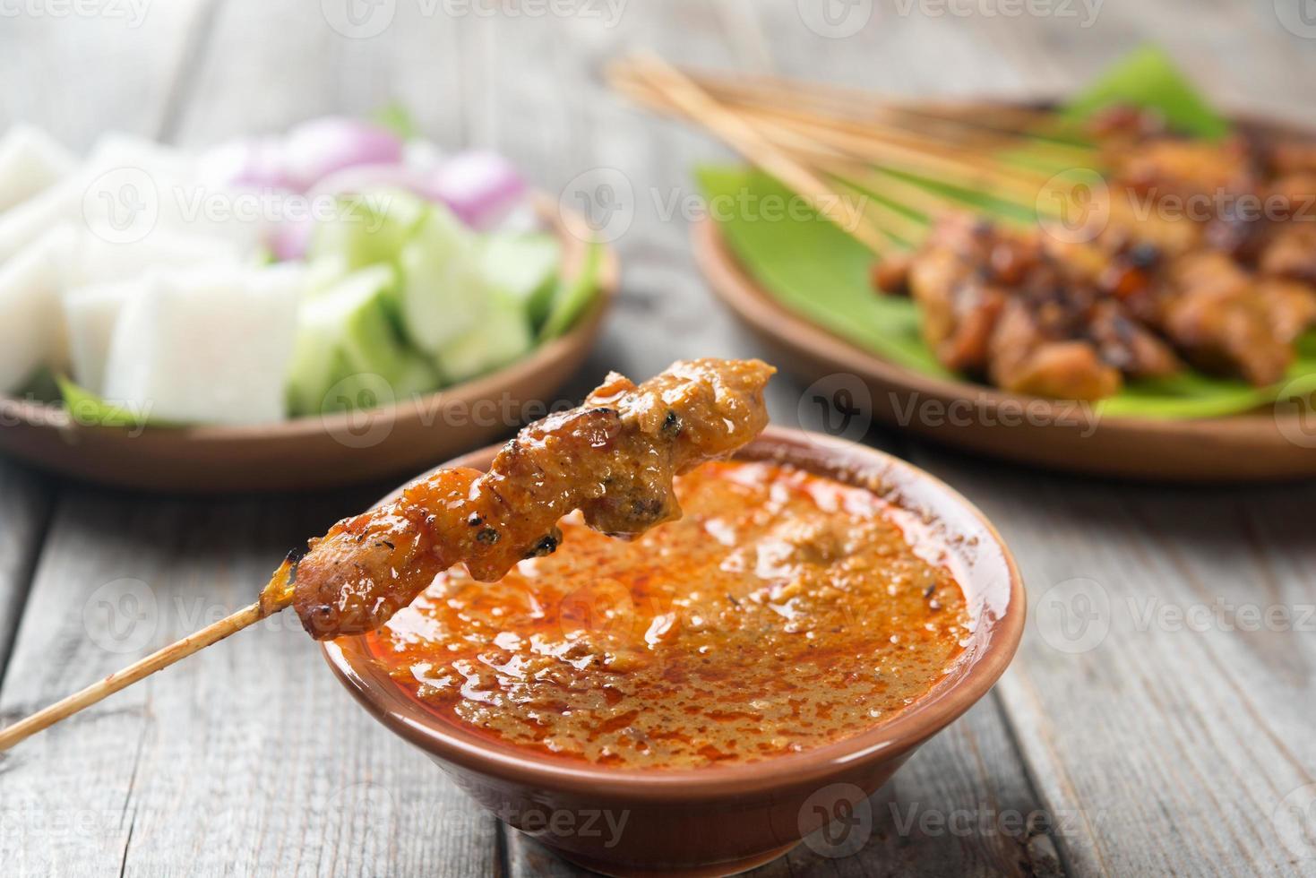 delicioso pollo satay foto