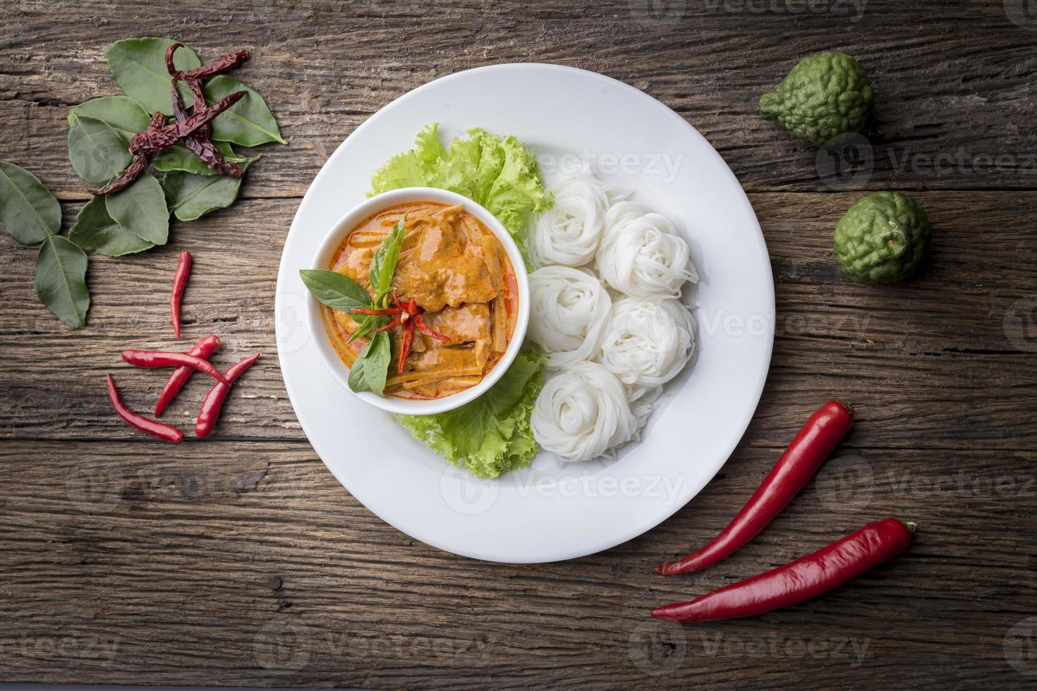 fideos de harina de arroz ermentados / kanomjeen foto