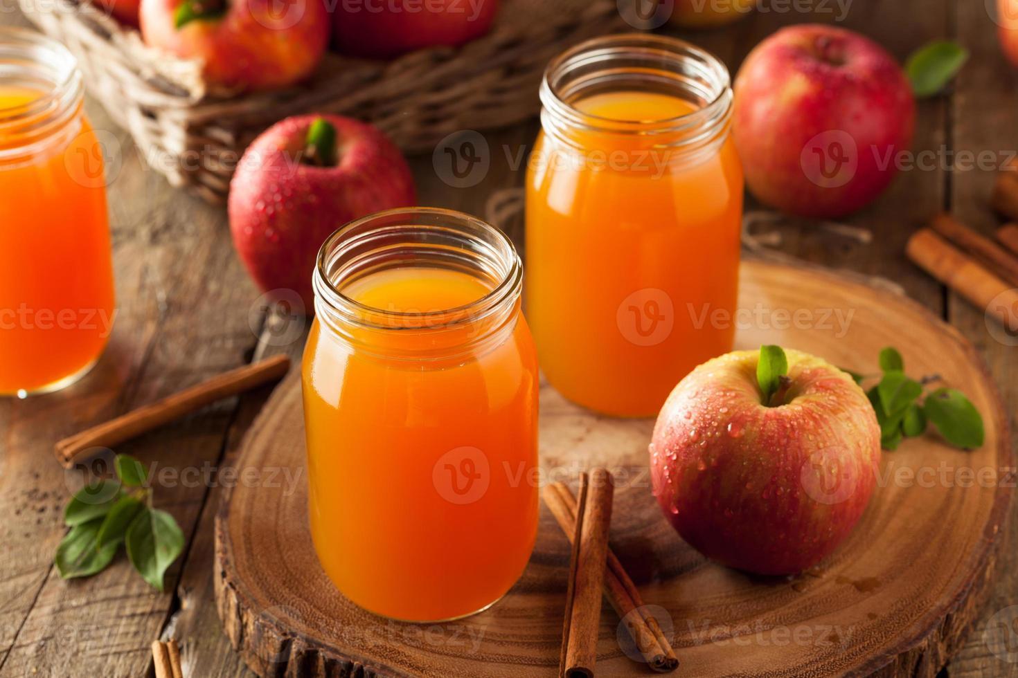 Sidra de manzana naranja orgánica foto