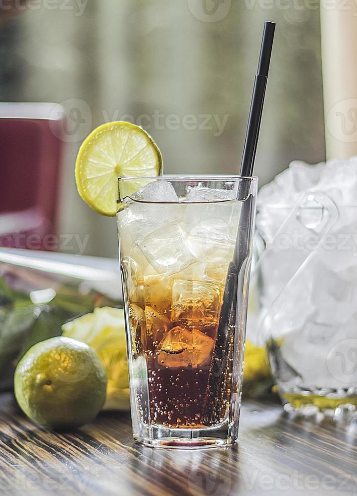 cóctel long island ice tea foto