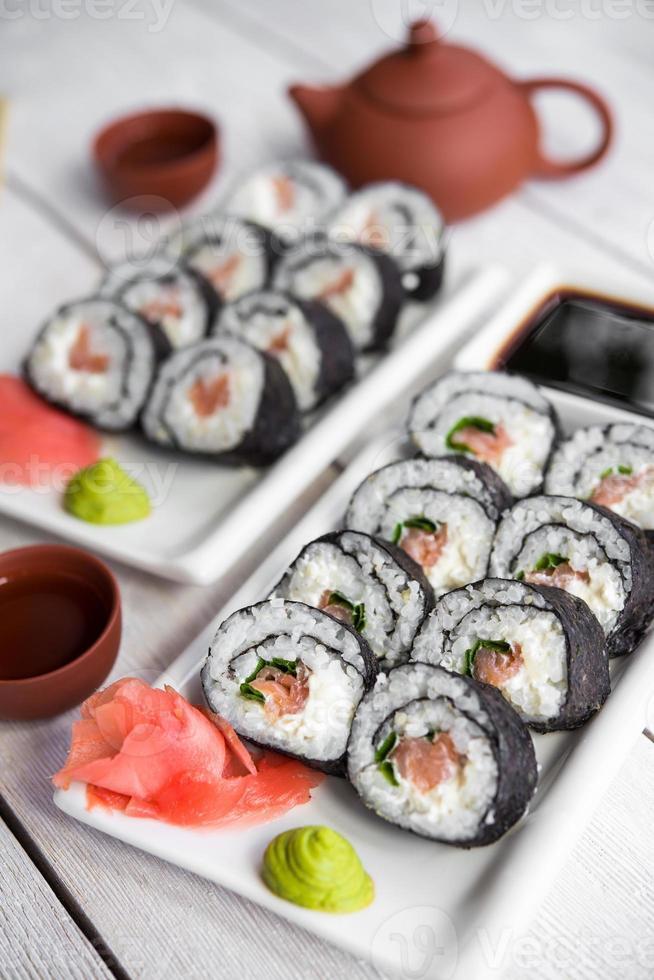 rollos de salmón y queso foto