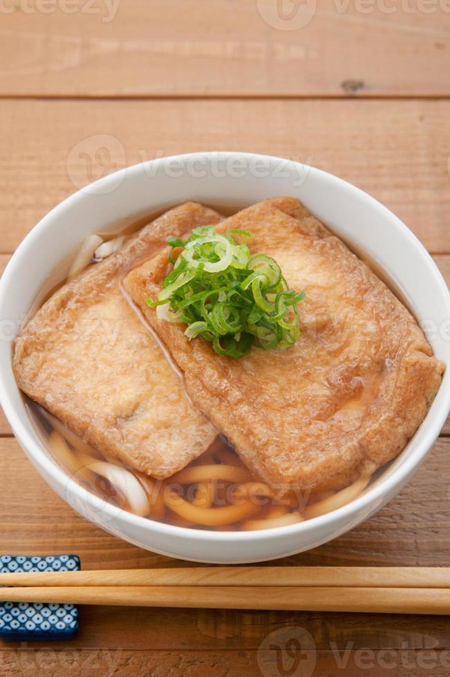 cocina japonesa, kitsune udon foto