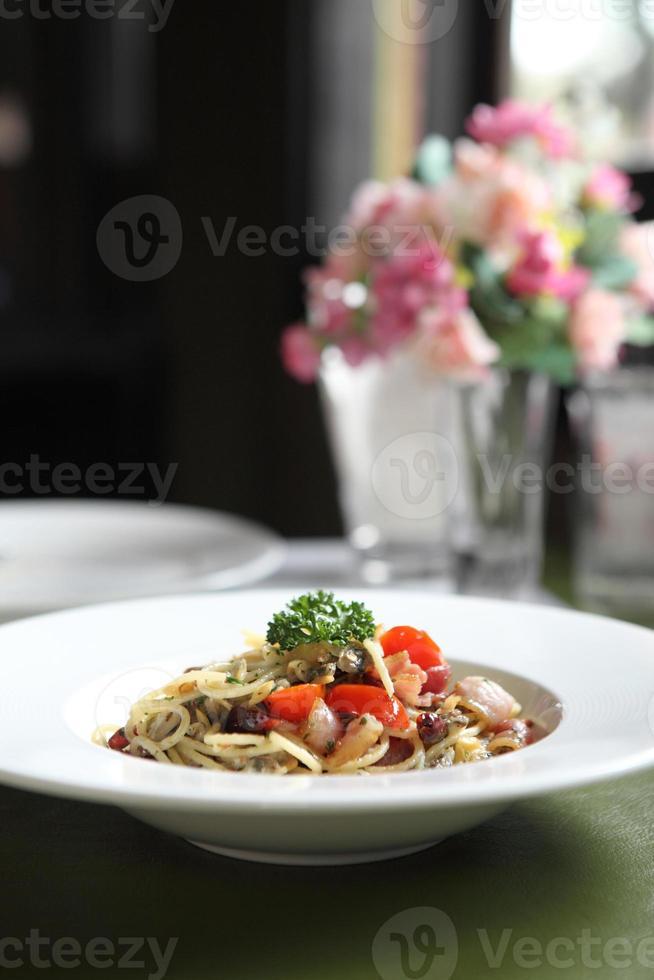 espagueti con tocino y mejillón foto