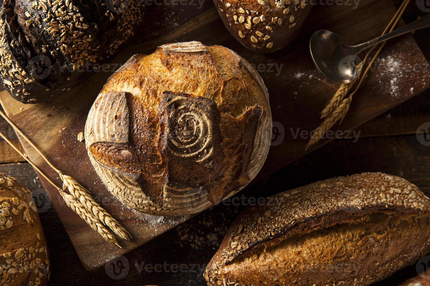 pan integral recién horneado foto
