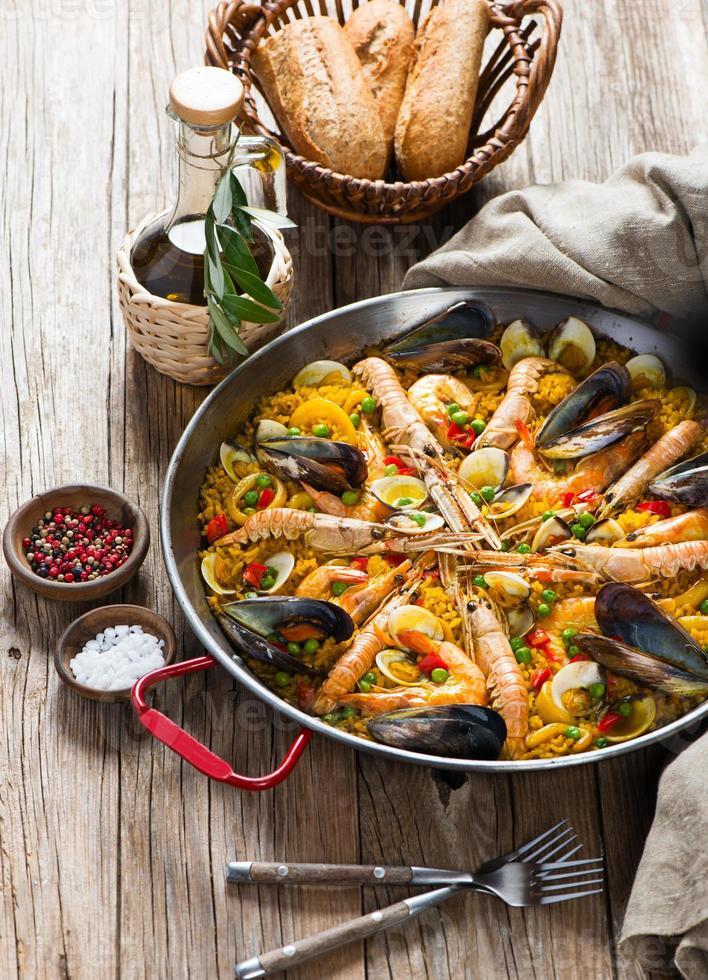 paella española con mariscos foto