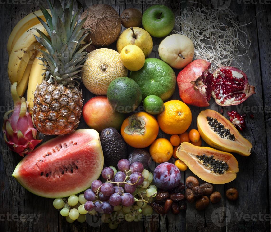 frutas exóticas variedad bodegón foto