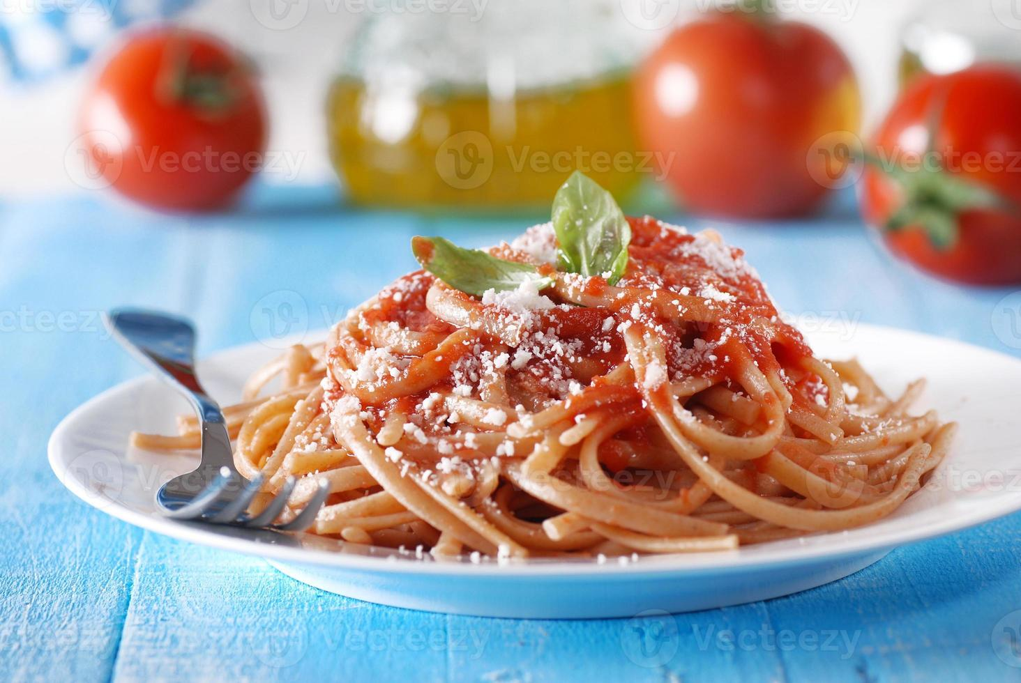 Espagueti con salsa de tomate foto