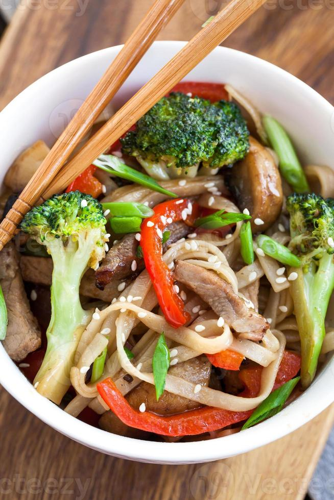 Udon noodles with vegetables photo