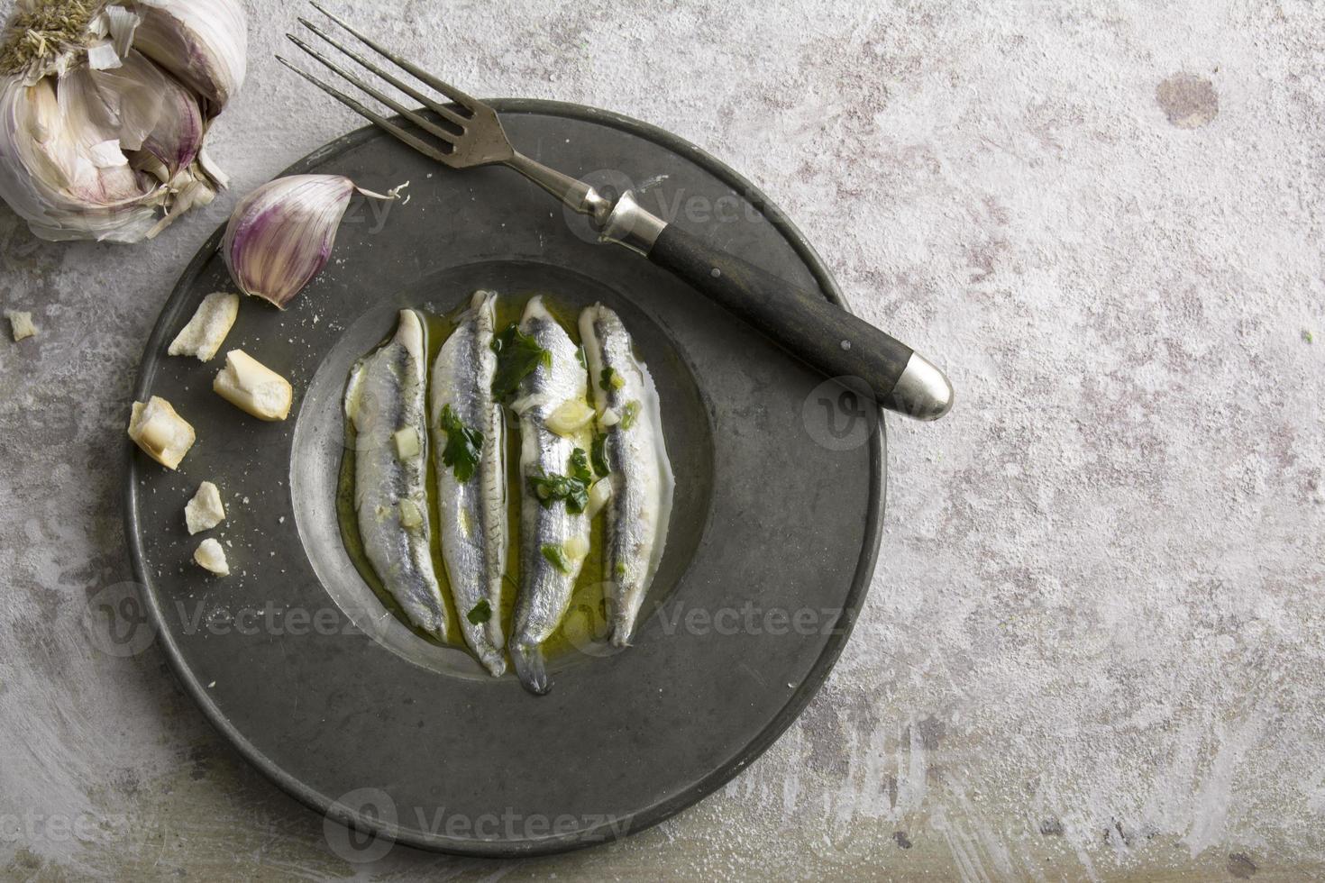 noun in vinegar with garlic photo