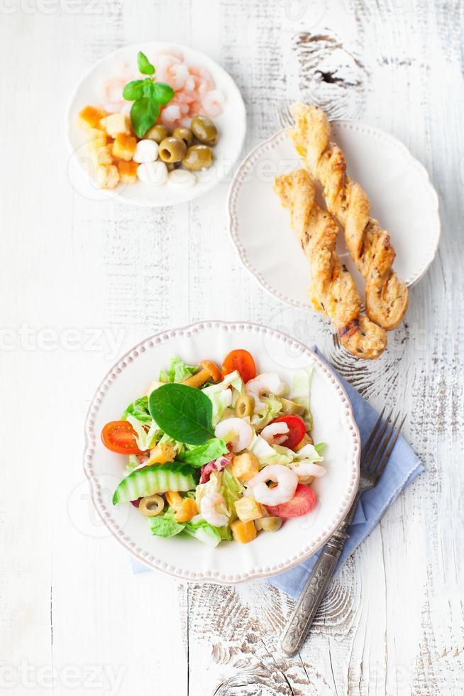 ensalada saludable con camarones foto