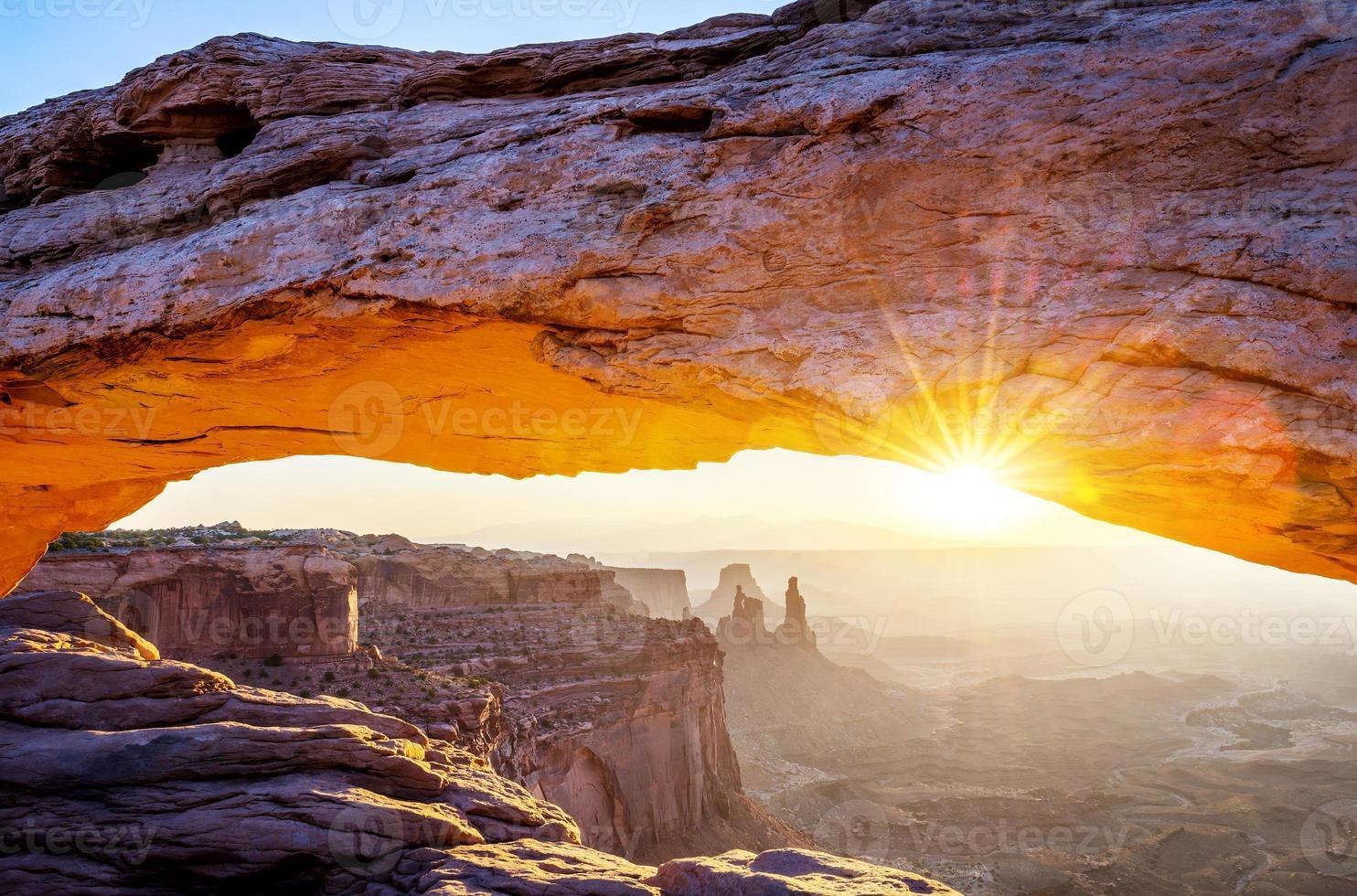 famous Mesa Arch photo