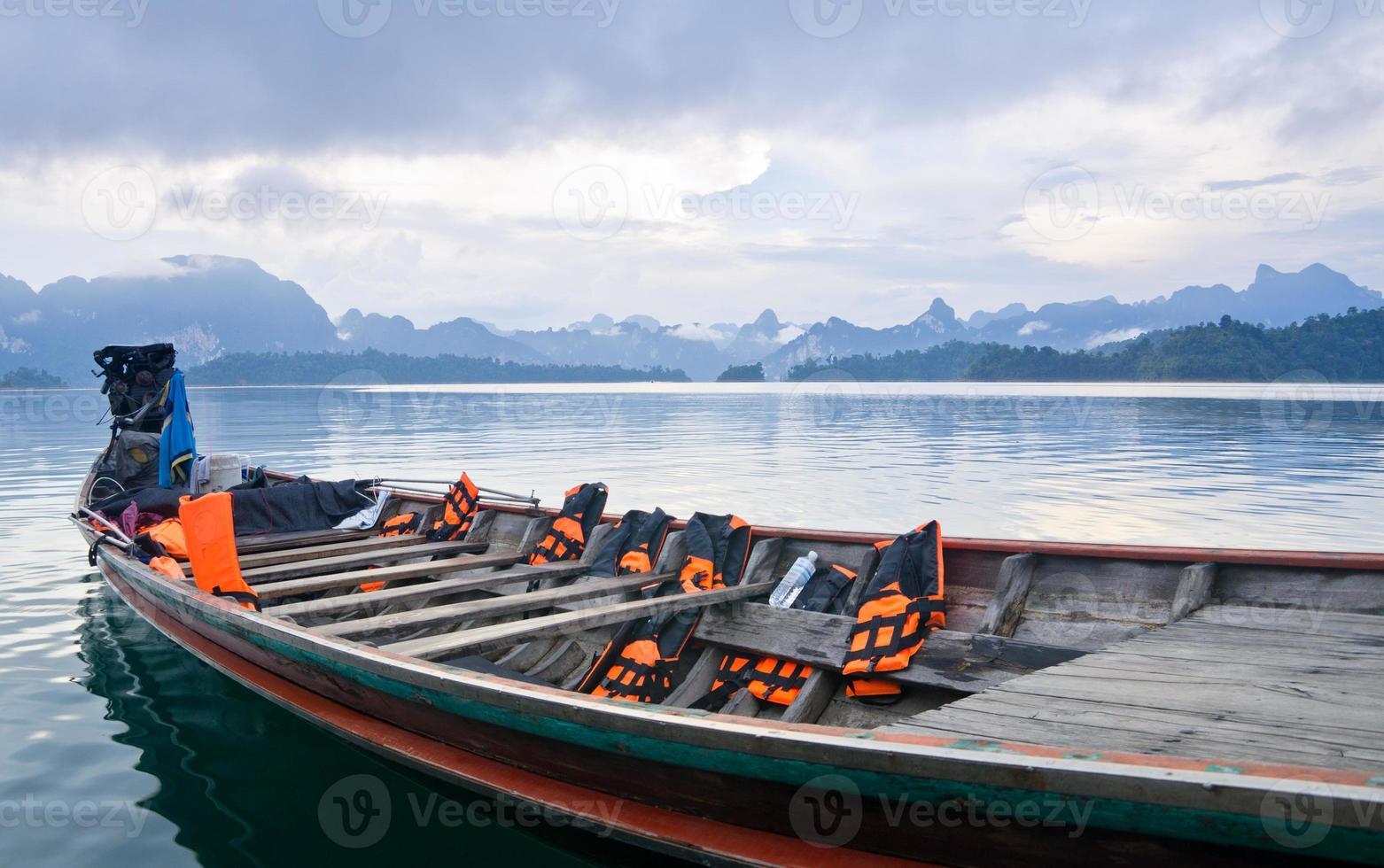 viaje en botes pequeños, presa de ratchapapha foto