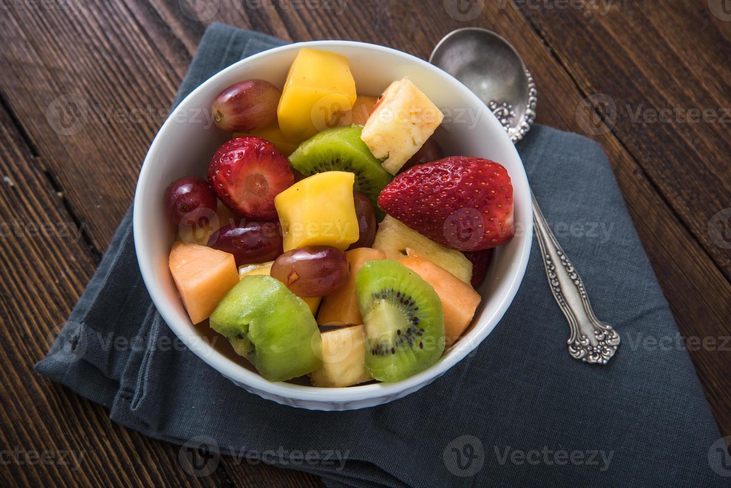 concepto de desayuno saludable, tazón de frutas foto