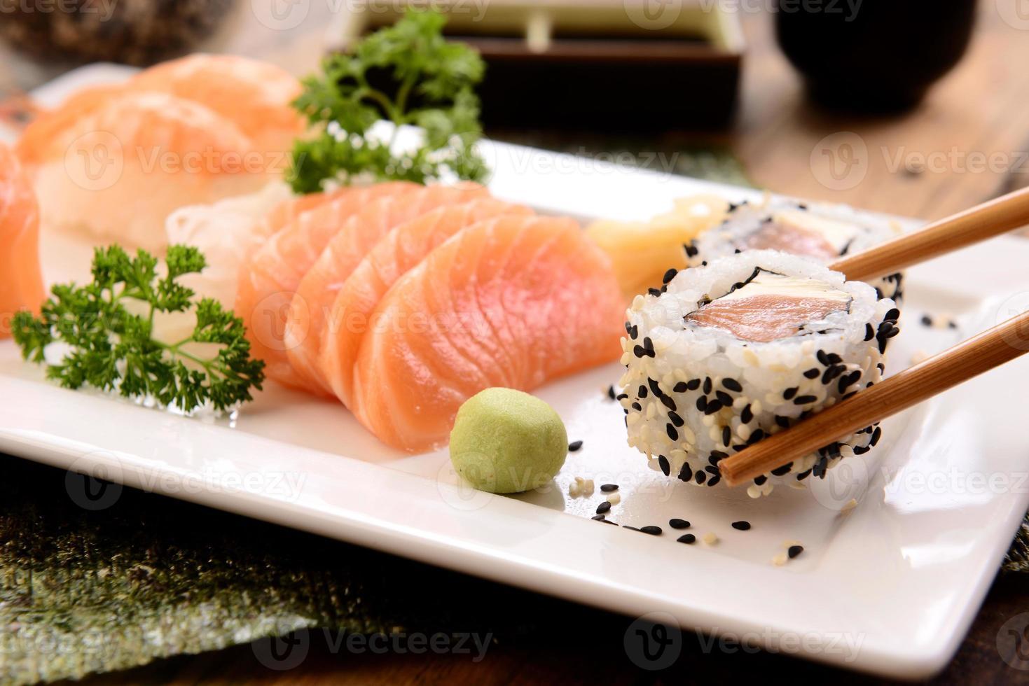 comida japonesa - sashimi y sushi foto
