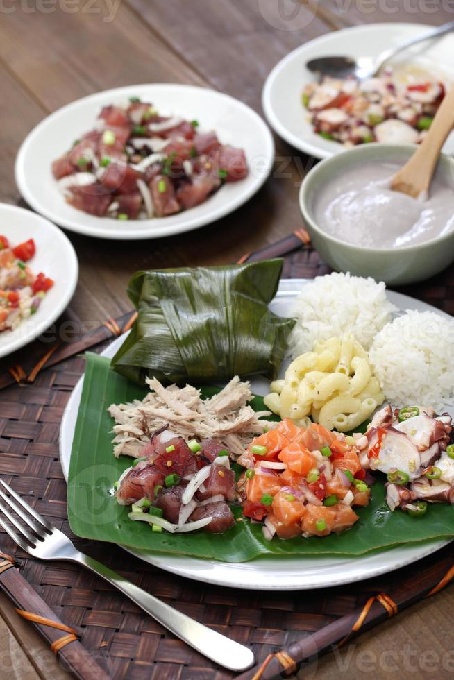 almuerzo tradicional plato hawaiano foto