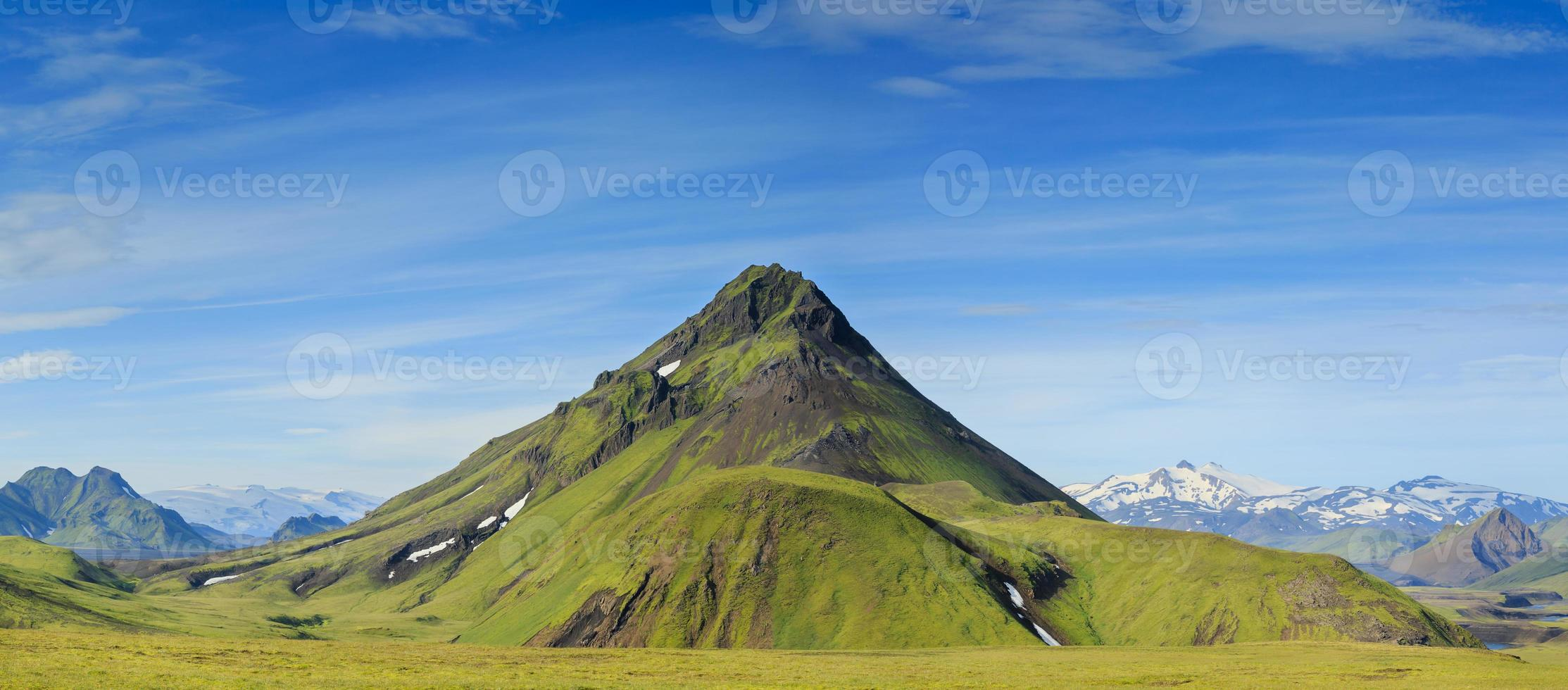 montañas islandesas foto